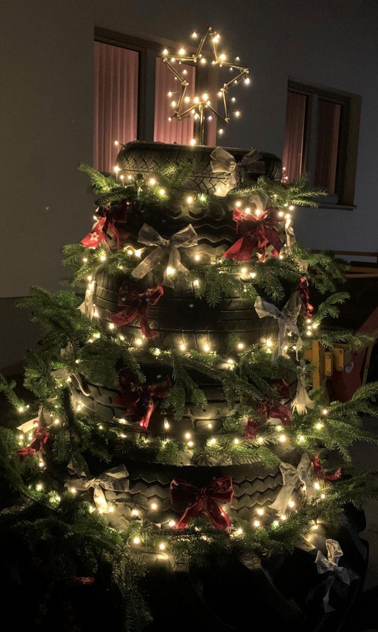 Weihnachtsbaum der Firma Kriegl